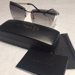 New Authentic Versace Sunglasses model 2190